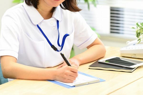 無資格の介護職員に「認知症介護基礎研修」受講を義務化へ イメージ